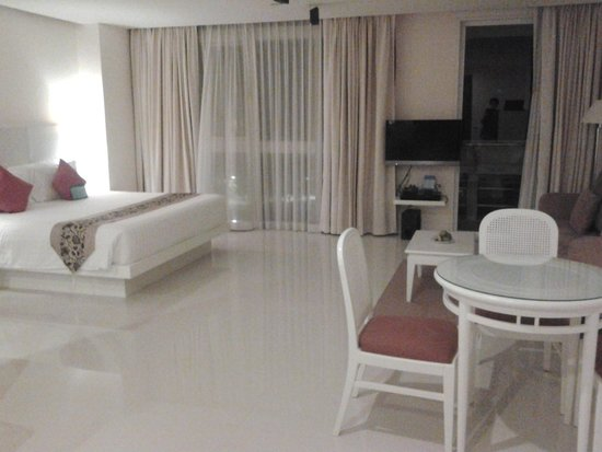 Andaman Beach Suites Hotel: Our room