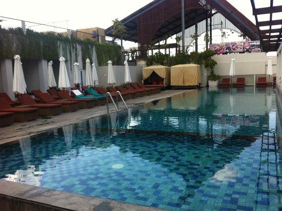 The ONE Legian: kolam yang keren