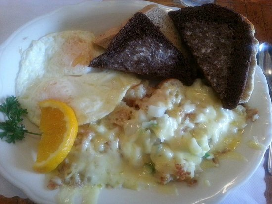 Otis Cafe: Eggs with German potaotes, and excellent toast!