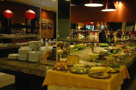 Sal e Brasa Steakhouse Aracaju: Mesa de Saladas