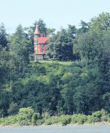 Hudson River Cruises, Inc.: One of my favorite homes along the Hudson River