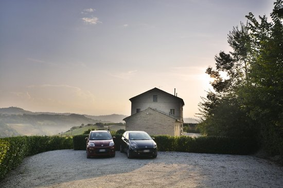 Casa San Ruffino : View from Driveway of B&B and Fiats