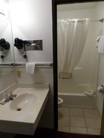 Super 8 Cortez/Mesa Verde Area: Salle de bains
