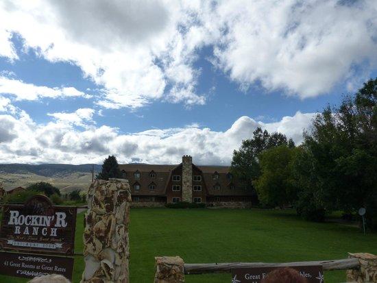 Rockin' R Ranch : Facade de l'hötel