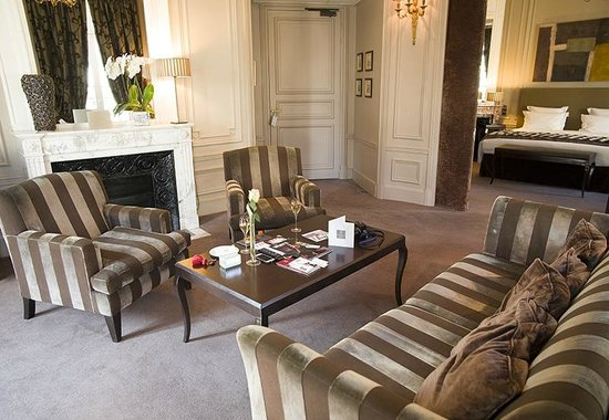 Champs Elysees Plaza Hotel: Prestige Suite