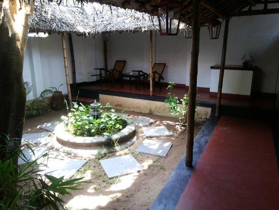 Les 3 Elephants Cherai Beach: room courtyard