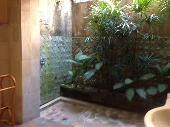 Honeymoon Guesthouses: outside bathroom