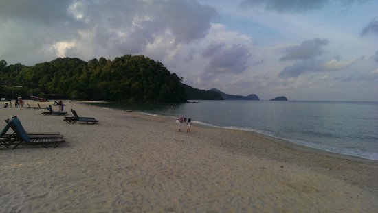 Holiday Villa Beach Resort & Spa Langkawi: beautiful beach