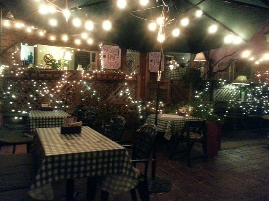 Susan's Place Wine Bar : Beautiful outdoor / indoor setting!