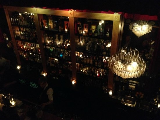 1806: looking down at the bar from the mezzanine