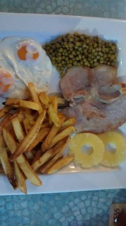 7 Palms Restaurant and Bar: Lovely piece of Gammon with the trimmings of course..very tasty.