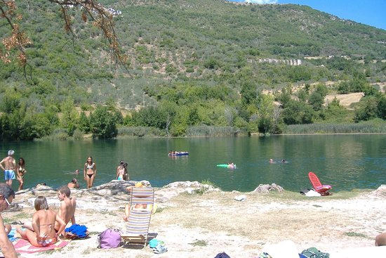 Castel Sant'Angelo, Italy: lago di paterno2