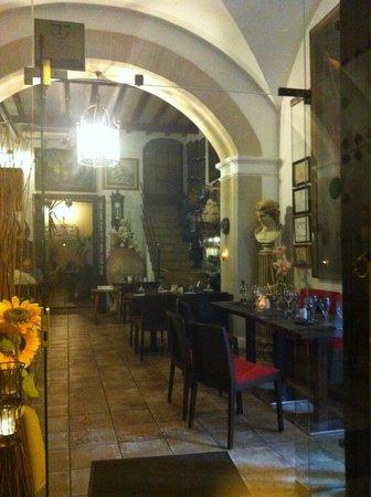 Can Costa Alcudia : Интерьер как в замке
