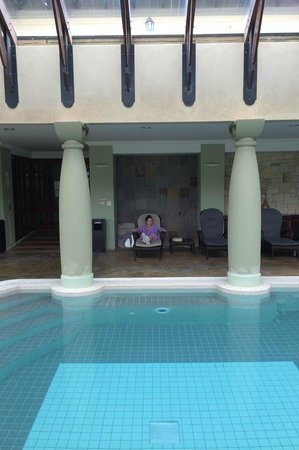 Sante Hotel & Spa : Relaxing at the pool