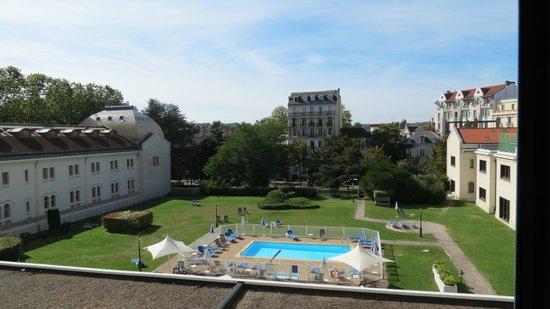 Mercure Vichy Thermalia : Vue depuis la chambre côté piscine