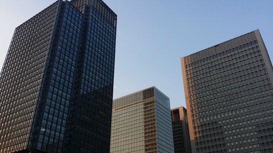 Marunouchi: 丸の内のビル群