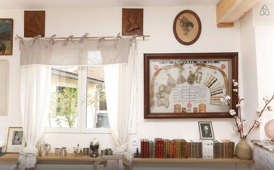 Bed & Beige: Living-room