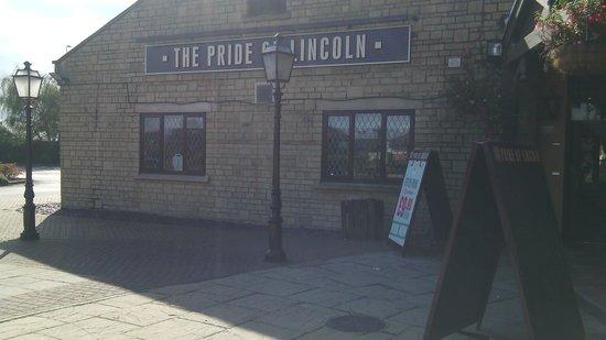 The Pride of Lincoln: hotel
