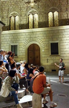 Guided Tour by night in Siena