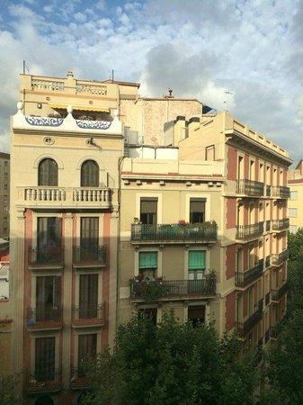 Ibis Barcelona Centro: вид из окна