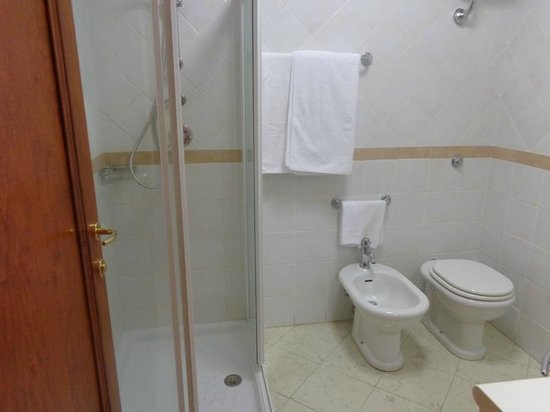 Mariano IV palace hotel : Doccia