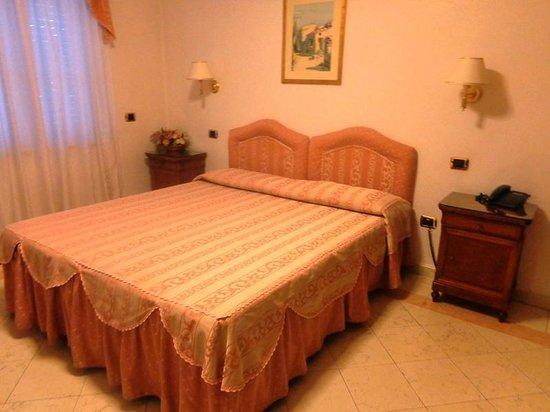 Mariano IV palace hotel: Una camera