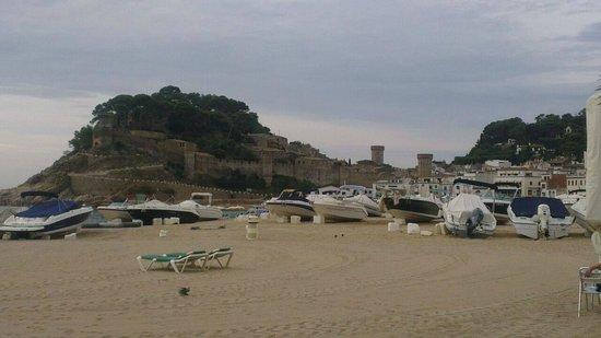 جولدن باهيا دي توسا آند سبا: Tossa beach and castle