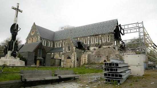 Christchurch Bike & WalkingTours : Cathedral earthquake damage