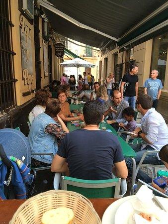 Pepa y Pepe: I tavolini all'esterno 1