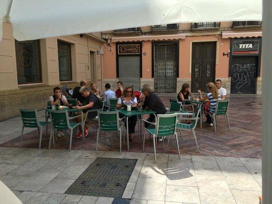 Pepa y Pepe: I tavolini all'esterno 2