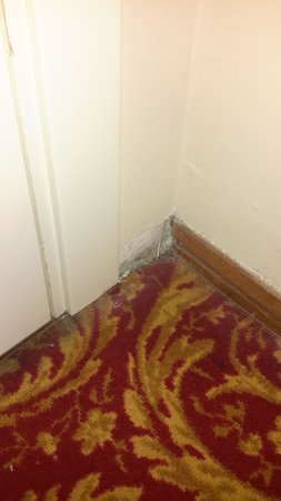 Palace Hotel : Old carpet and missing skirting board