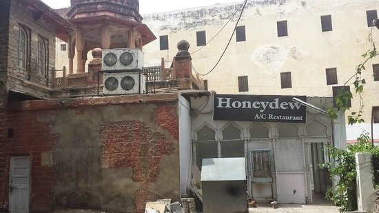 Honeydew Restaurant: Side entrance