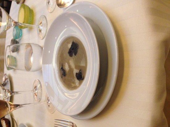 Restaurant Guy Savoy : Artichoke and black truffle soup