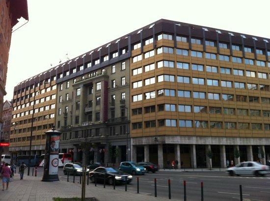 Hotel Hungaria City Center: HOTEL LATO INGRESSO