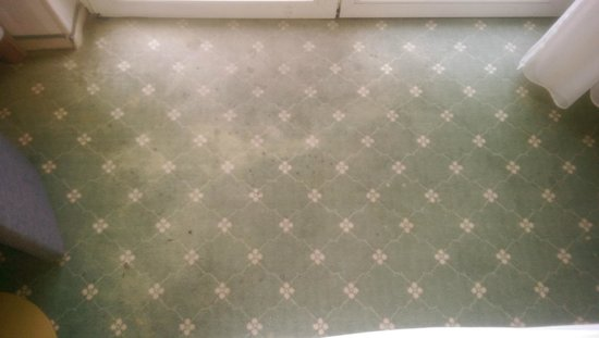 SEETELHOTEL Pommerscher Hof: versiffter Zimmerteppich