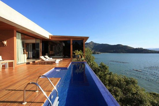 Ponta dos Ganchos Exclusive Resort: The deck of one of the special villas