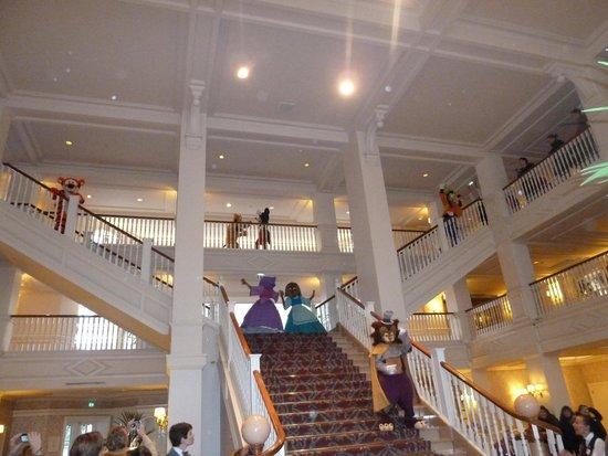 Disneyland Hotel: Characters dancing on hotel stairs