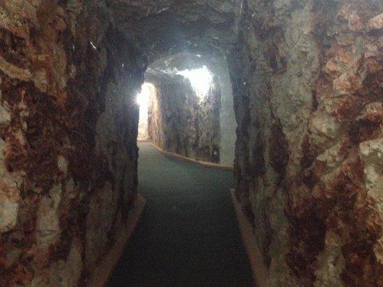 White Cliffs: White Cliffs underground motel