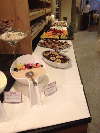 Hotel Prokulus: Ein Teil vom Dessert Buffet und das ist immer fantastisch