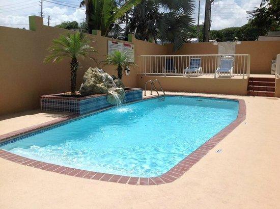 Parador El Buen Cafe Hotel : Pool Area