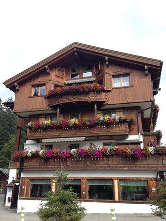Hotel Aqua Bad Cortina: Facciata laterale