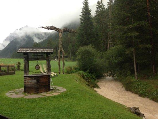 Hotel Aqua Bad Cortina: Parte del giardino e BERTA