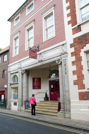 Fairfax House : Entrance