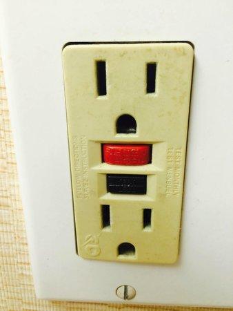 Holiday Inn Pigeon Forge: Bathroom light socket
