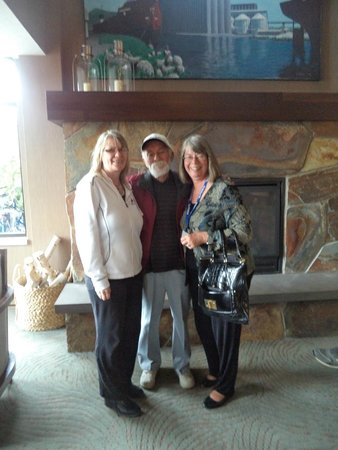 The Inn On Lake Superior: Karen / Jim / Josie after check out at this Great Inn.