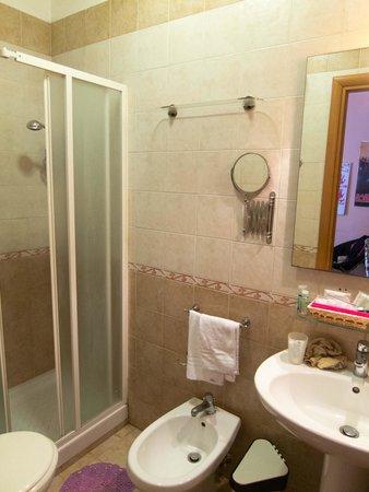 Hotel CineHoliday: Bathroom