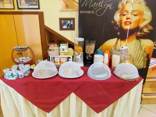 Hotel CineHoliday : Breakfast Buffet