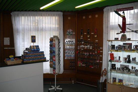 City Hostel Geneva : reception store