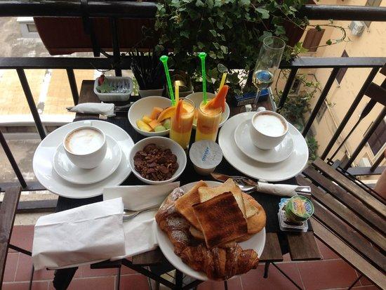 Castellani a San Pietro: завтрак на балкон)