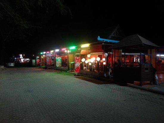 Nok Seafood Restaurant : Dinner Time